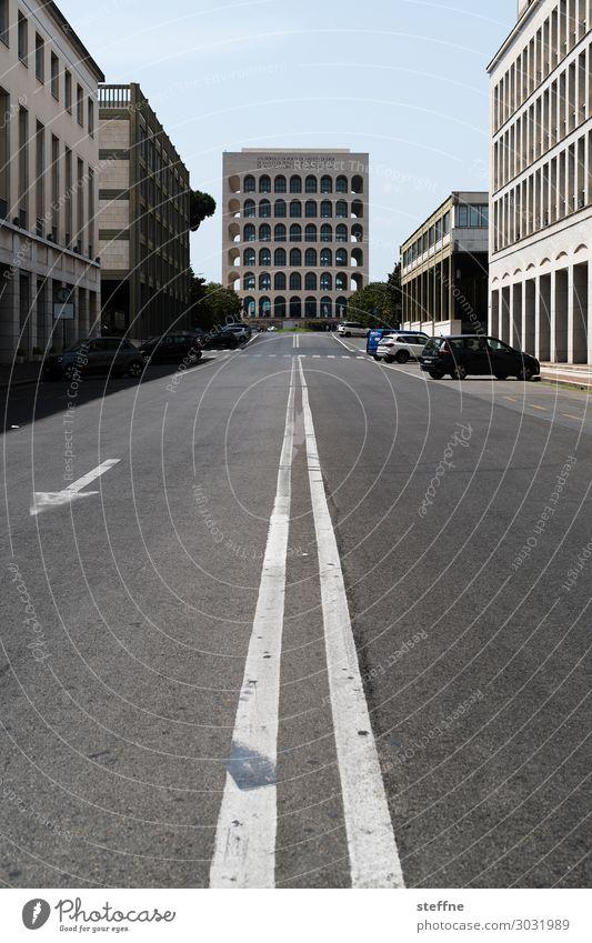 on the road   on the road again Stadt Straße Fassade Verkehr Italien Symmetrie Rom Bürogebäude Weltausstellung Moderne Architektur