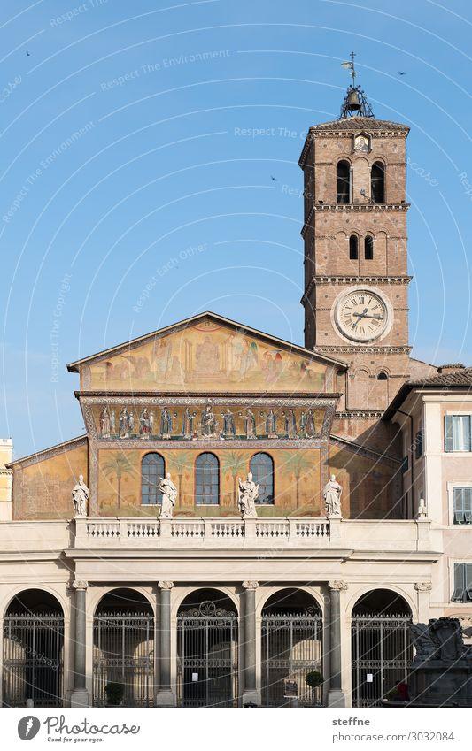 Chiesa 4 Kirche Religion & Glaube Romanik Italien Trastevere Kirchturm Kirchturmuhr Fresken Christentum Katholizismus Basilika Sehenswürdigkeit Farbfoto