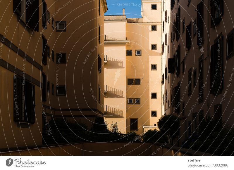 vivere Haus Stadt Häusliches Leben Wohnanlage Schattenspiel Rom Italien Morgen Schönes Wetter Farbfoto Strukturen & Formen Menschenleer Kontrast