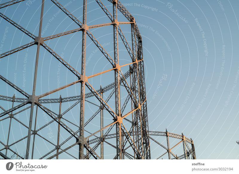 Gasometer Industrie blau Stahlkonstruktion Sonnenuntergang industrieromantik Romantik Farbfoto Außenaufnahme Menschenleer Textfreiraum rechts