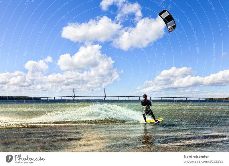 Kitesurfen Freizeit & Hobby Sommer Strand Meer Sport Wassersport Mensch maskulin Junger Mann Jugendliche Erwachsene Himmel Wolken Frühling Herbst Schönes Wetter