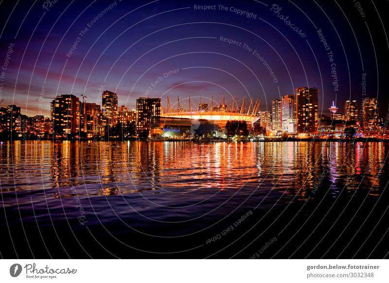 #  Kanada/ Skyline Vencouver Farbfoto Querformat  Skyline Vencouver Panorama perspektive menschenleer Nachtaufnahme Außenaufnahme