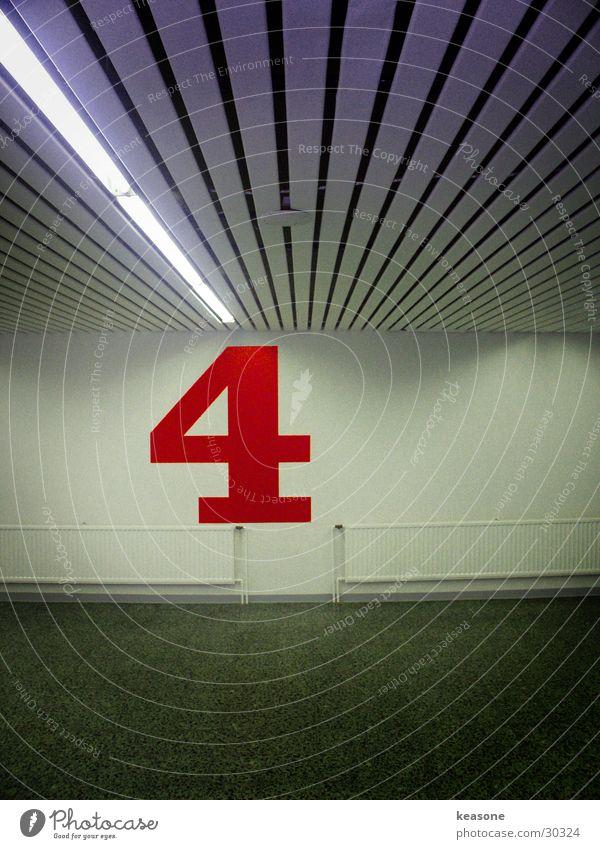 4four Ziffern & Zahlen Garage Tiefgarage Parkhaus Asphalt Beton Reflexion & Spiegelung Langzeitbelichtung Farbe http://www.keasone.de