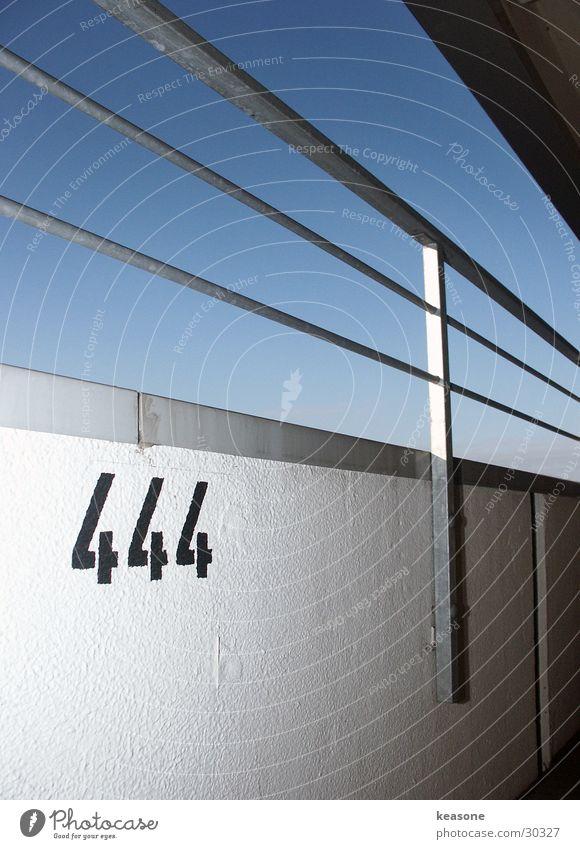 444 Himmel Wand Geländer Putz Parkhaus Berghang Parkdeck Fototechnik