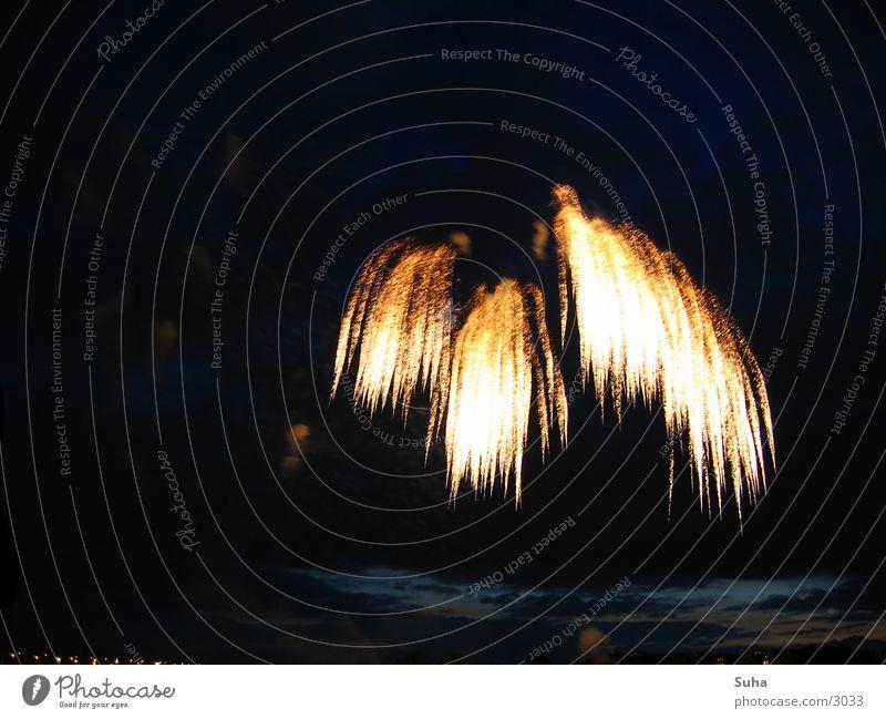 Stürzende Flammen Silvester u. Neujahr Japan Explosion Regen Schwanz Freizeit & Hobby Feuerwerk Brand japanisches Feuerwerk Düsseldorf Rhein Funken gold