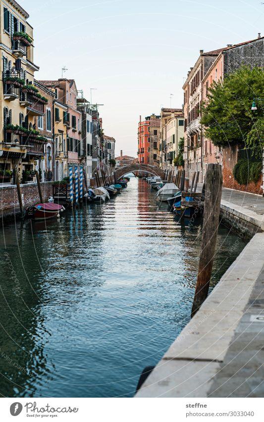 noch ein Kanal Hafenstadt Altstadt Haus Mauer Wand Fassade Sehenswürdigkeit außergewöhnlich schön malerisch Venedig Italien Wasserfahrzeug Romantik Farbfoto