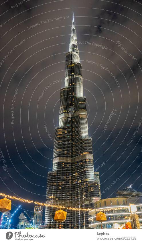 Burj Khalifa at Night Stadt Haus Architektur Gebäude modern gold Hochhaus groß Turm Sehenswürdigkeit Macht Wahrzeichen Bauwerk Stadtzentrum Handel Fortschritt