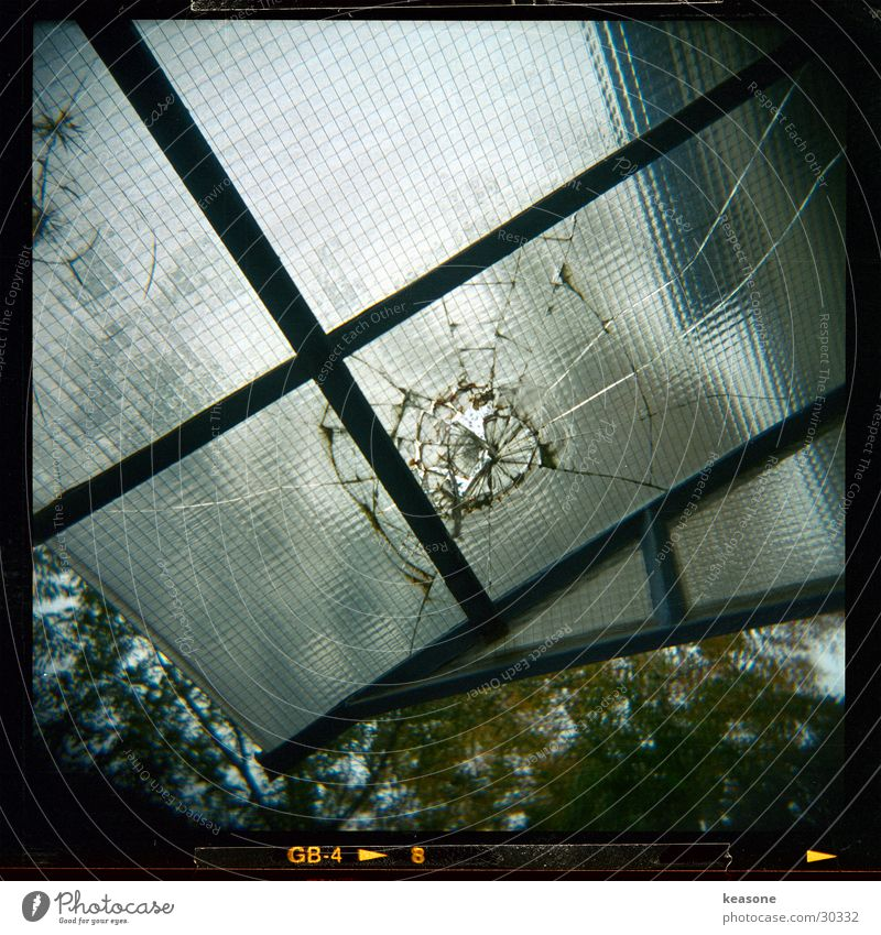 glasus2 Fenster Glas groß Dach kaputt gebrochen Draht Fototechnik