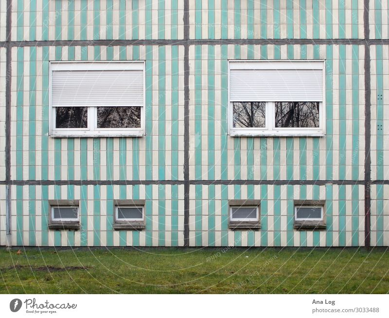 Ansichten Kunst Architektur Berlin -Friedrichsfelde Deutschland Hauptstadt Menschenleer Hochhaus Fassade Beton Streifen Stadt Plattenbau Ostmoderne Farbfoto