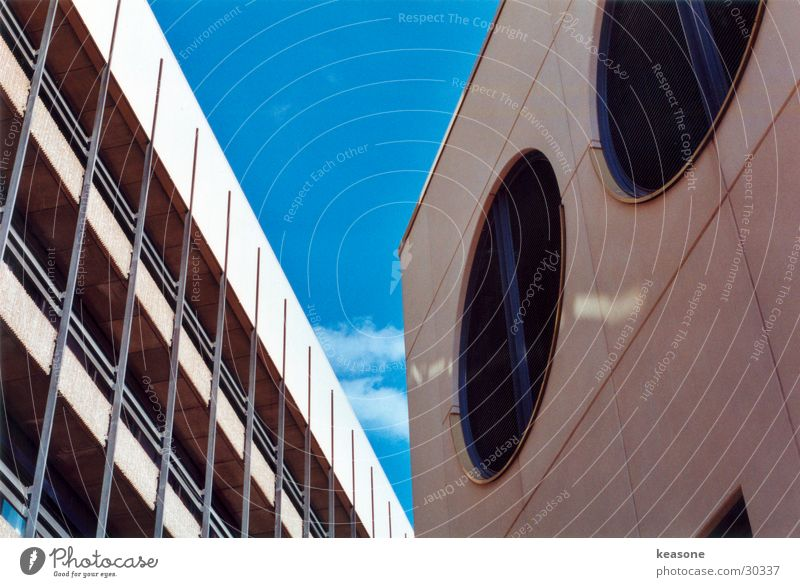 mein block Himmel Wand Fenster Luft Architektur Beton Perspektive rund Putz beige Linse Lüftung