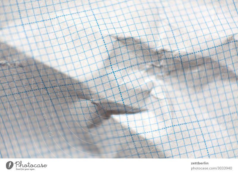 Millimeterpapier Schule Büro Linie leer Papier Studium Falte Müll Material Mathematik Knäuel Knick Statistik Papiermüll Papierkorb Schreibpapier