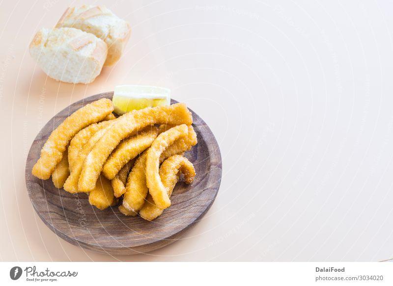Tintenfisch paniert und gebraten (Schokos, typische Tapas in Spanien) Meeresfrüchte Ernährung Mittagessen Abendessen Teller Restaurant Menschengruppe Tier