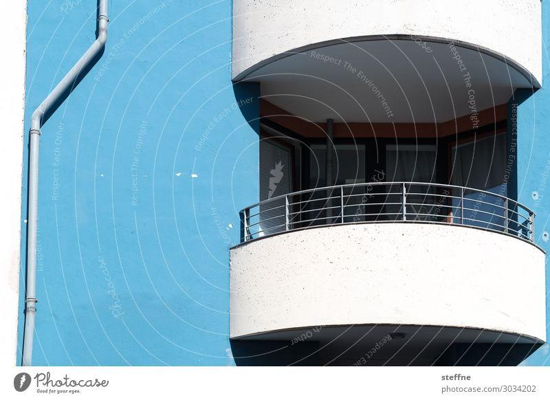 blau-weiß 2 Stadt Architektur Wand Mauer Fassade Häusliches Leben Balkon Köln