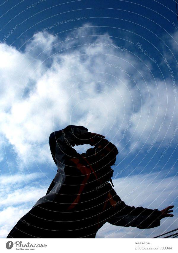 lui2 schwarz Gegenlicht Horizont Mann Himmel blau fallen http://www.keasone.de