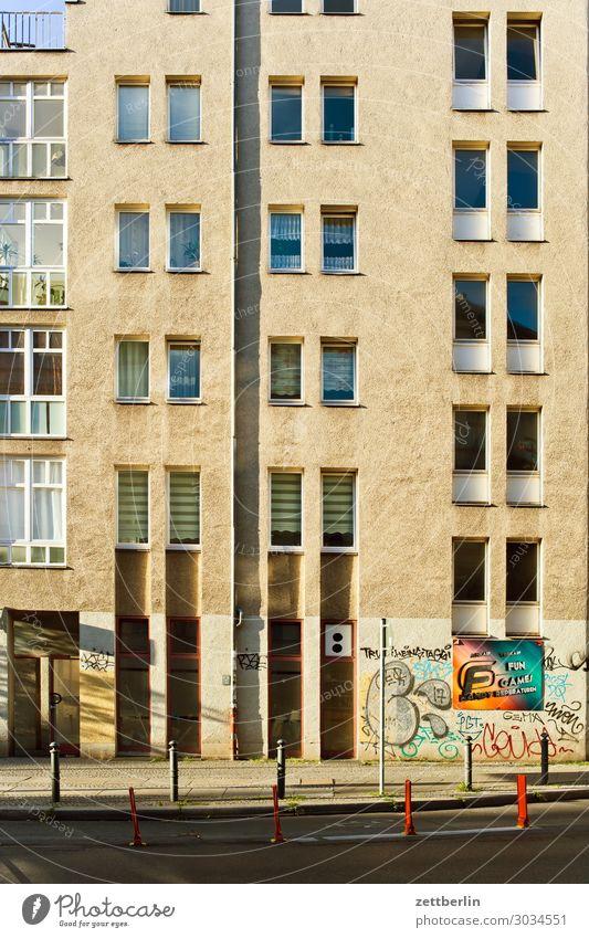 Neubau Berlin Fassade Haus Mehrfamilienhaus Stadthaus Schöneberg Sommer Wohngebiet Wohnhaus Wohnhochhaus Fenster Menschenleer Textfreiraum Beton anonym