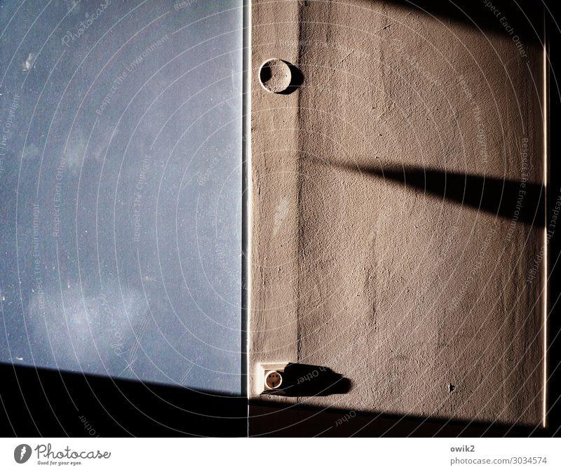 Versteckt Mauer Wand Steckdose Putz Putzfassade Beton Kunststoff rau Schatten Farbfoto Gedeckte Farben Innenaufnahme Nahaufnahme Detailaufnahme abstrakt Muster