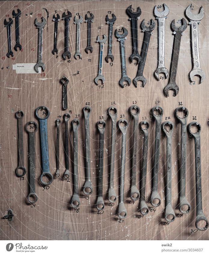 Timur und sein Trupp Arbeitsplatz Werkzeug Sammlung Werkstatt Schraubenschlüssel Verschiedenheit Metall Ziffern & Zahlen hängen alt Zusammensein glänzend viele