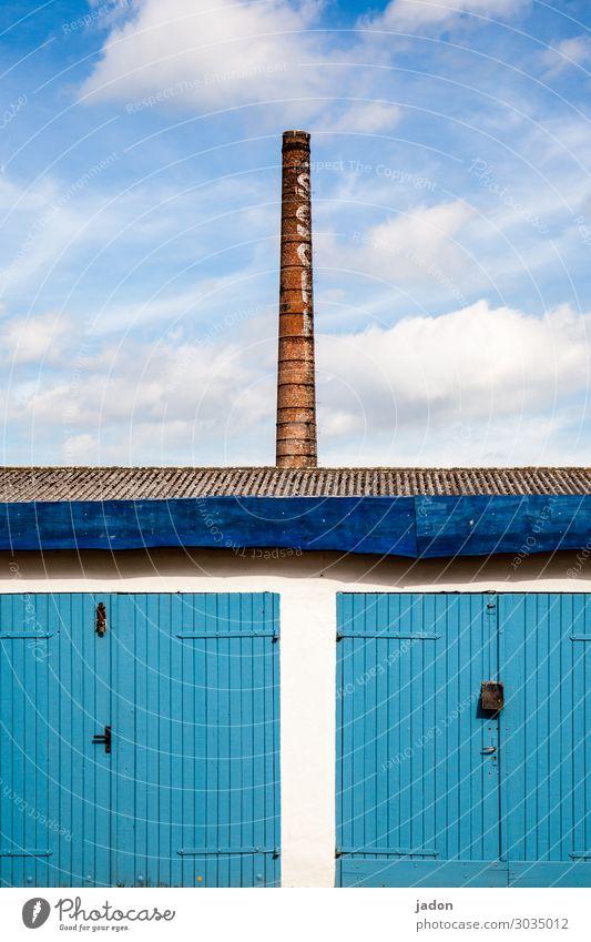 streber. Industrie Kunstwerk Schönes Wetter Hütte Bauwerk Gebäude Architektur Mauer Wand Schornstein Wachstum hoch Zufriedenheit Ordnung Symmetrie Garage