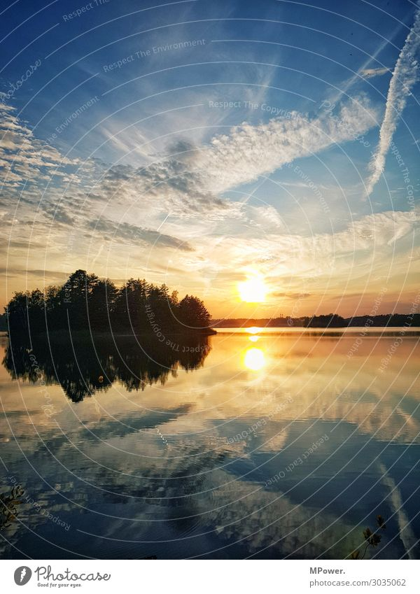 ausklang am see Umwelt Natur Landschaft Schönes Wetter hell See Seeufer Wolkenhimmel Insel Kiesgrube Reflexion & Spiegelung Sonnenuntergang Wald Idylle Farbfoto