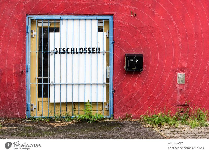 Schon länger GESCHLOSSEN alt blau Stadt weiß rot dunkel Wand Gebäude Mauer Tür Schilder & Markierungen Hinweisschild geschlossen Verfall verfallen Gitter