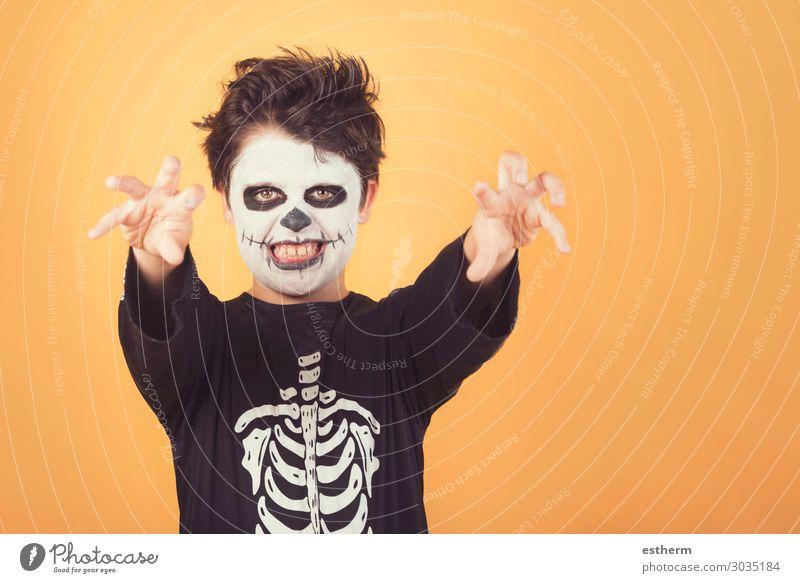 Fröhliches Halloween. Lustiges Kind in einem Skelettkostüm von Halloween. Freude Behandlung Feste & Feiern Karneval Mensch maskulin Kleinkind Kindheit 1