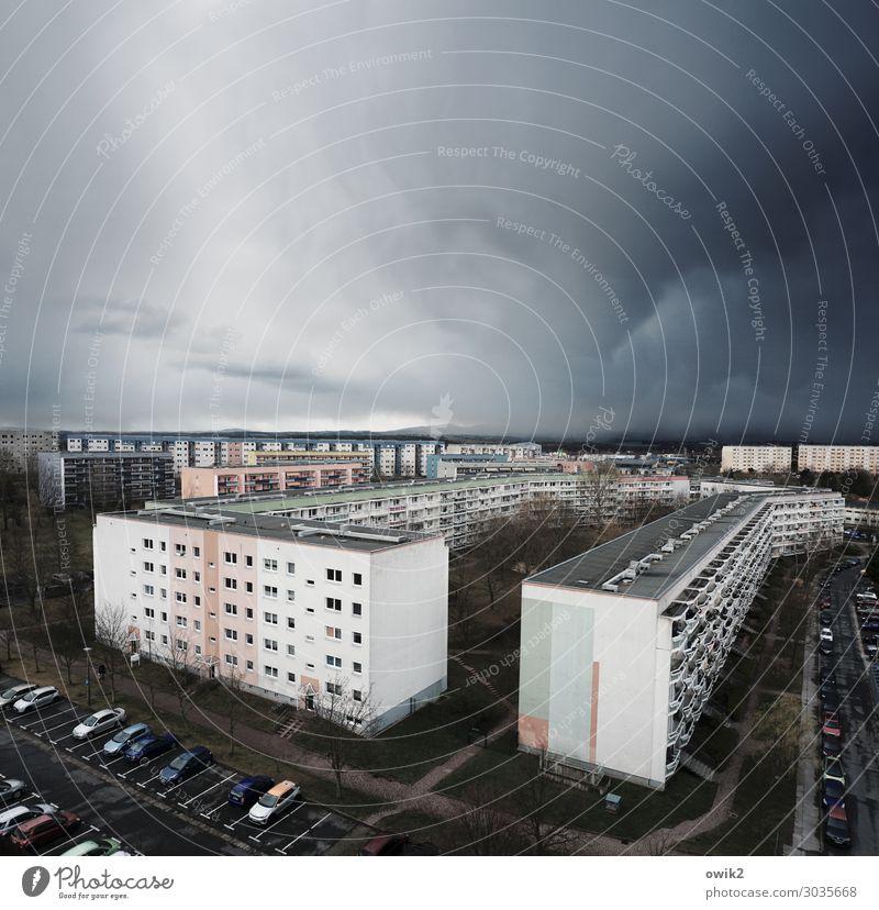 Wetterstation Gewitterwolken schlechtes Wetter Regen Bautzen Lausitz Deutschland Kleinstadt Stadtzentrum bevölkert Haus Hochhaus Gebäude Plattenbau Sozialismus