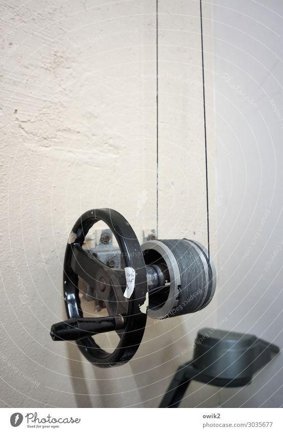 Bühnenbild Technik & Technologie Veranstaltungstechnik Rad Drahtseil Griff Mauer Wand Beton Metall fest rund Sicherheit Kurbel Rolle Farbfoto Gedeckte Farben