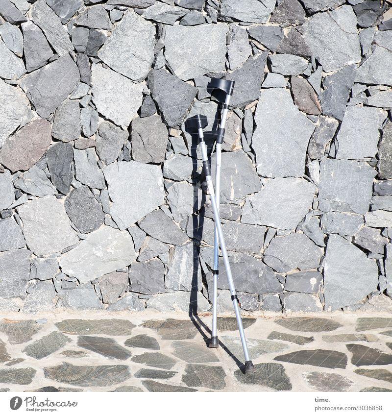 Kletterhilfen Stadt Einsamkeit ruhig Wärme Wand Wege & Pfade Mauer grau Freundschaft Zufriedenheit stehen Platz Hilfsbereitschaft Pause Bauwerk trocken