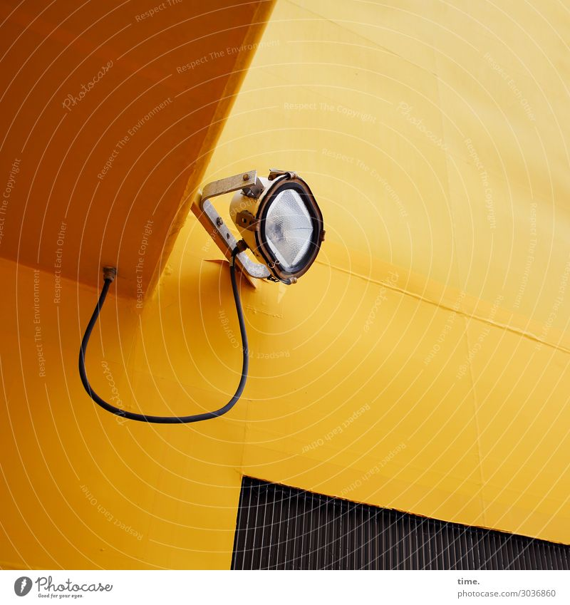 light assistent gelb Wand Zeit Mauer Lampe Design Metall Energiewirtschaft Perspektive beobachten Hilfsbereitschaft planen Schutz Sicherheit Kabel Schifffahrt