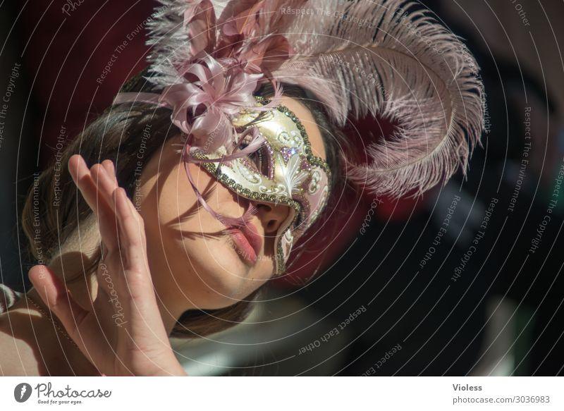 Arwen Venedig Karneval Maske Porträt feminin Frau Erwachsene Ablehnung Leidenschaft demütig Traurigkeit Sorge Müdigkeit Gefühle Stimmung Irritation nachdenklich