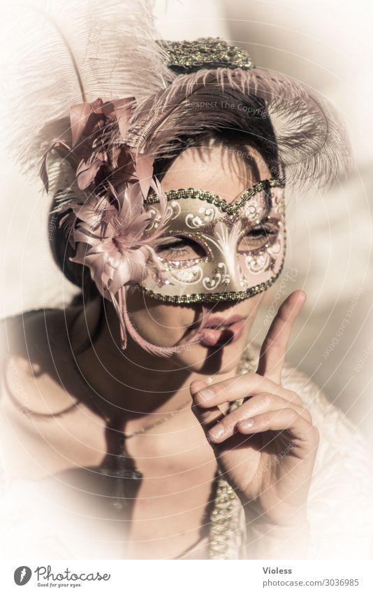 Arwen II Venedig Karneval Maske Porträt feminin Frau Erwachsene Leidenschaft Gefühle Stimmung Außenaufnahme Vorderansicht Blick nach vorn Respekt Quiet
