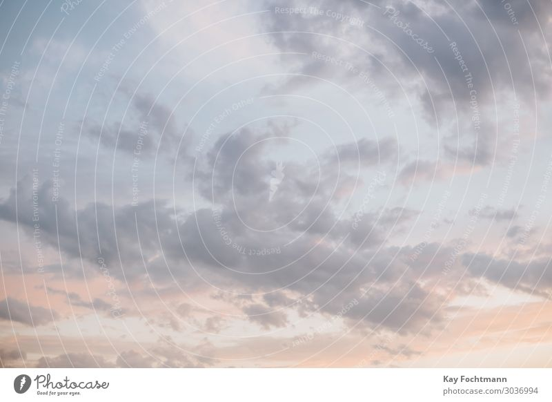 Leichte Wolken am Abendhimmel Ferien & Urlaub & Reisen Natur Sommer Sonne Erholung ruhig Ferne Hintergrundbild Wärme Umwelt Tourismus Freiheit Stimmung Ausflug