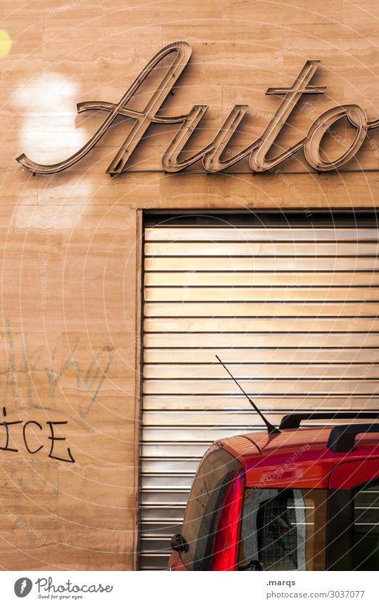 Auto on the road again Fassade Verkehr Verkehrsmittel PKW Rollladen Werkstatt Schriftzeichen alt Mobilität parken Italien Farbfoto Außenaufnahme Menschenleer