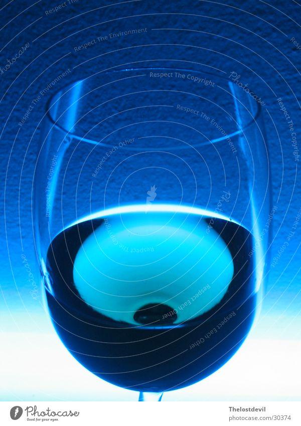 Glas Wein blau Stil trinken Alkohol