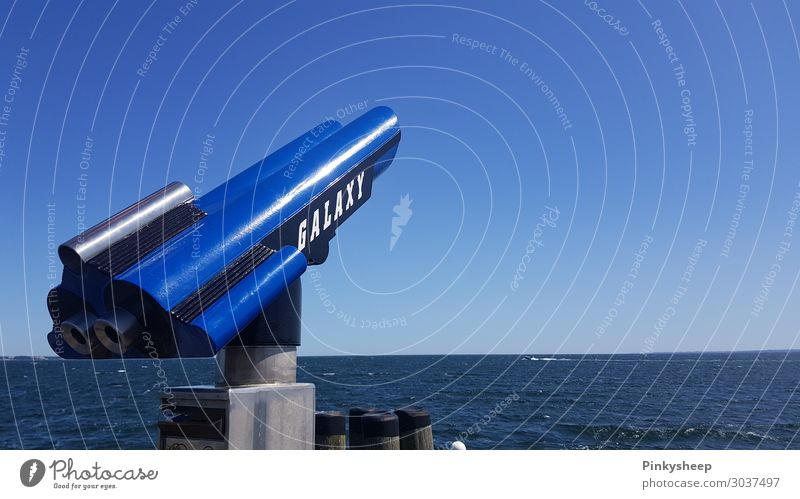 Show me something Natur Wasser Himmel Wolkenloser Himmel Sommer Schönes Wetter Ostsee Meer Fernglas beobachten entdecken Blick blau Sehnsucht Fernweh Abenteuer