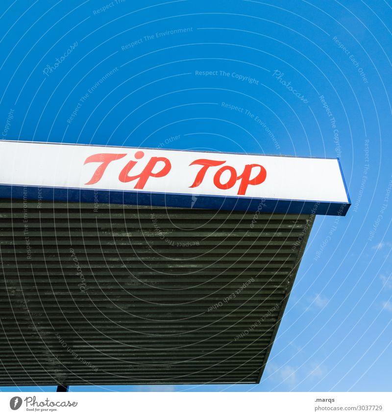 Tip Top Tanke Wolkenloser Himmel Tankstelle Werbung tip top Schriftzeichen rot weiß Billig Benzin tanken Farbfoto Außenaufnahme Menschenleer Textfreiraum links