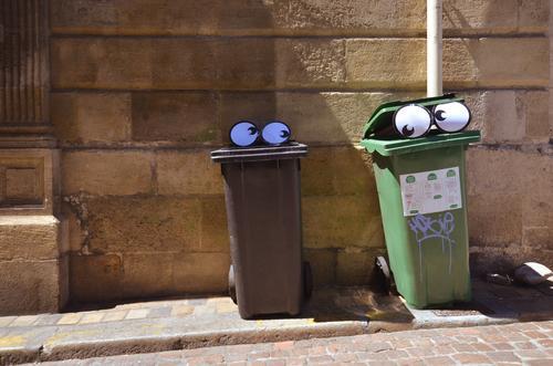müller sucht frau Mensch Stadt Freude Auge lustig Tierpaar Telekommunikation Müll Geruch Comic Flirten Müllbehälter Comicfigur Mundgeruch