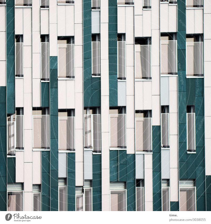 scheibchenweise Häusliches Leben Wohnung Baustelle Hamburg Haus Hochhaus Architektur Mauer Wand Fassade Fenster Glas Glasscheibe Linie Streifen modern grün weiß