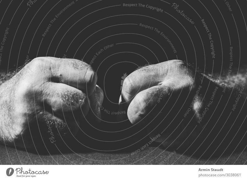 Fäuste Lifestyle maskulin Mann Erwachsene Hand Finger 1 Mensch Konflikt & Streit bedrohlich dunkel rebellisch Gefühle Sorge Schmerz Angst Stress verstört Wut