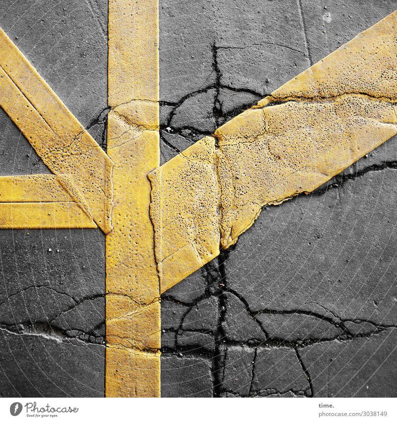 Flickwerk | UT Kassel Stadt Farbe gelb Wege & Pfade Stein grau Design Linie Verkehr Kreativität Vergänglichkeit kaputt Beton Streifen Asphalt Überraschung