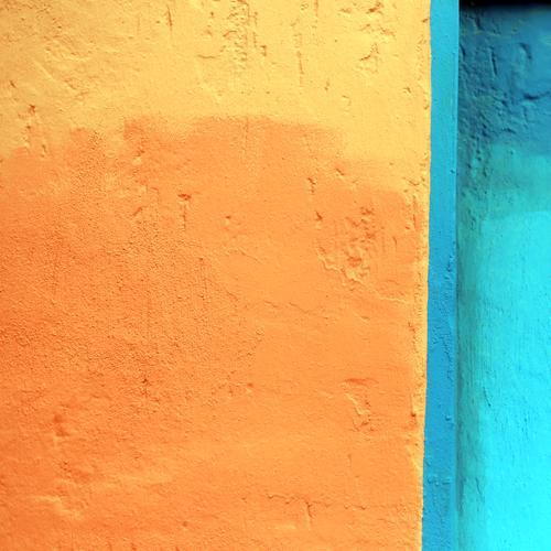 orangegelb blautürkis Farbe Leben Wand Zeit Mauer Stein Stimmung Design Kommunizieren Ordnung Fröhlichkeit Kreativität Lebensfreude