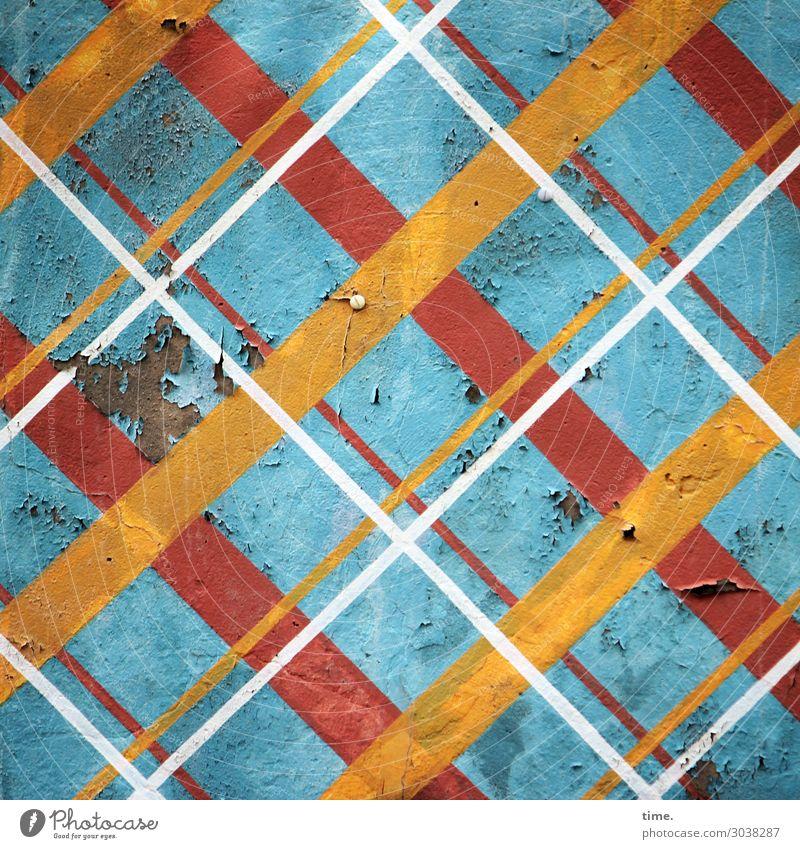 weißgelbrotaufblau Mauer Wand Fassade Putz Farbe Schimmelpilze Blase Quadrat kreuzen Linie Streifen historisch kaputt Originalität trashig mehrfarbig Design