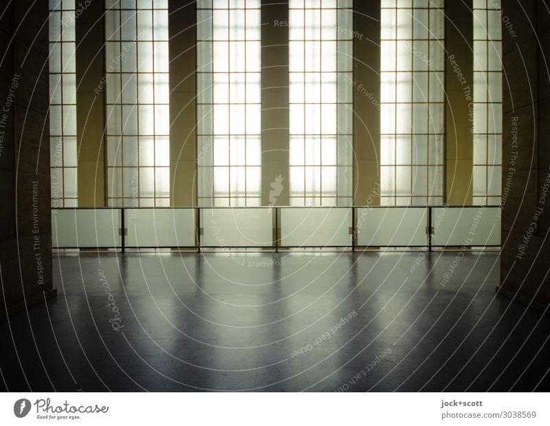 Monumental Architektur Neoklassizismus Berlin-Tempelhof Flughafen Schalterhalle Halle Fenster Geländer Fensterkreuz ästhetisch authentisch eckig groß historisch