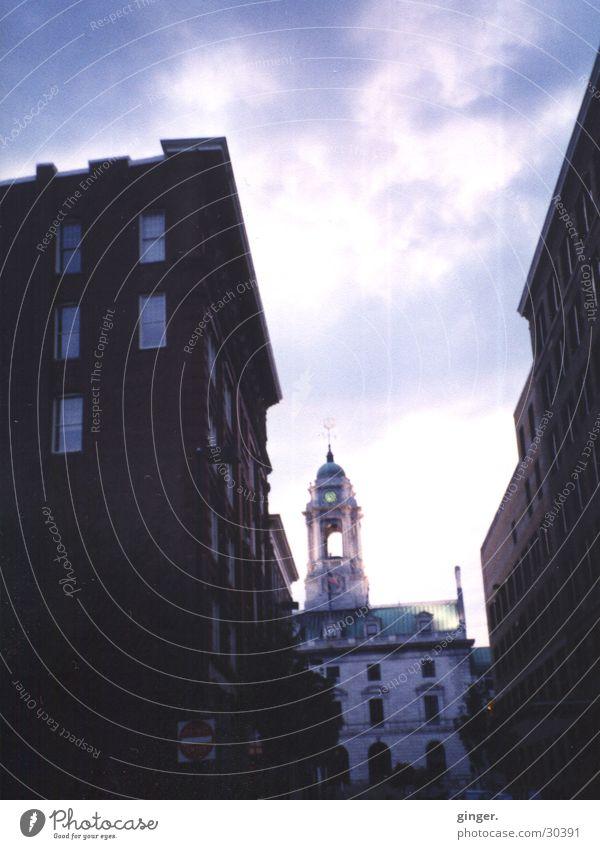 Ausblick Ferien & Urlaub & Reisen Haus Himmel Wolken Turm dunkel hell Nordamerika Turmspitze violett Stufenordnung Fenster Fassade blau Menschenleer Architektur