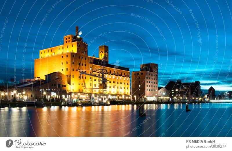 Innenhafen 3 Wasser Himmel Hafenstadt einfach Originalität Kultur Tourismus Duisburg Gebäude Wasseroberfläche Farbfoto Außenaufnahme Textfreiraum unten Abend