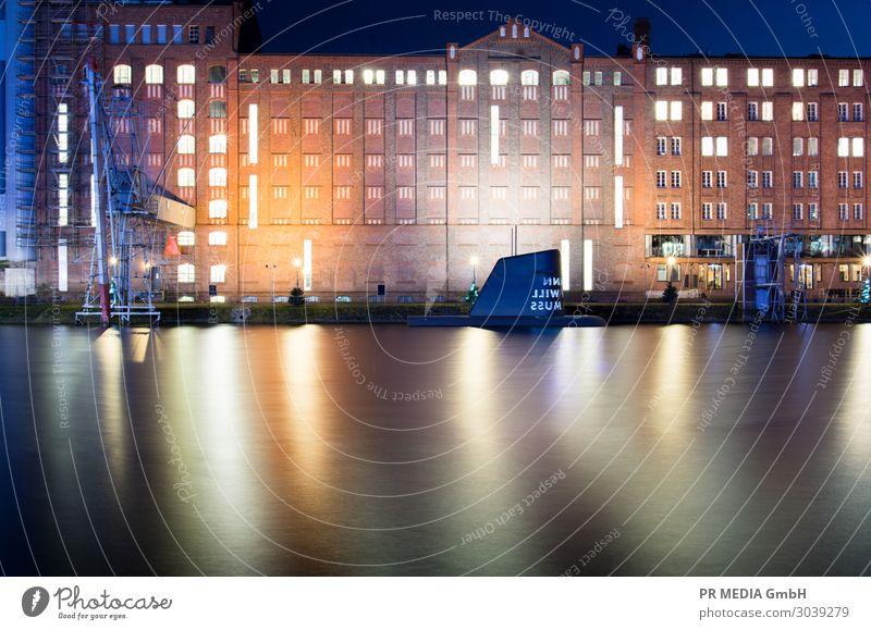 Innenhafen 2 Hafenstadt Gebäude Architektur Gelassenheit Kultur Duisburg U-Boot Wasseroberfläche Farbfoto Außenaufnahme Textfreiraum unten Abend Dämmerung