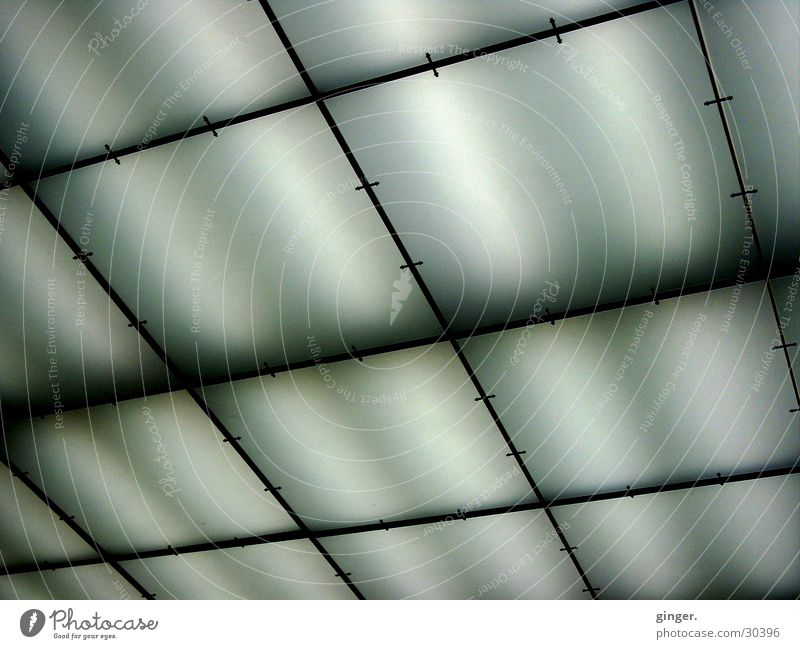 Licht gedämpft Lampe dunkel hell Deckenbeleuchtung Leuchtstoffröhre Beleuchtung durchsichtig durchscheinend Dinge Neigung schwarz weiß Rechteck
