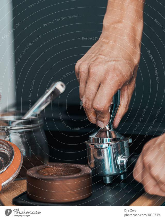 Making Espresso I Getränk Heißgetränk Kaffee Stil Sinnesorgane trinken Arbeit & Erwerbstätigkeit verkaufen ästhetisch hell trendy braun Lebensfreude genießen