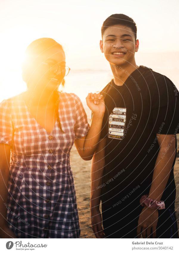Mensch Ferien & Urlaub & Reisen Jugendliche Junge Frau Junger Mann Sonne Strand Gesundheit feminin Familie & Verwandtschaft lachen Glück Tourismus Zusammensein