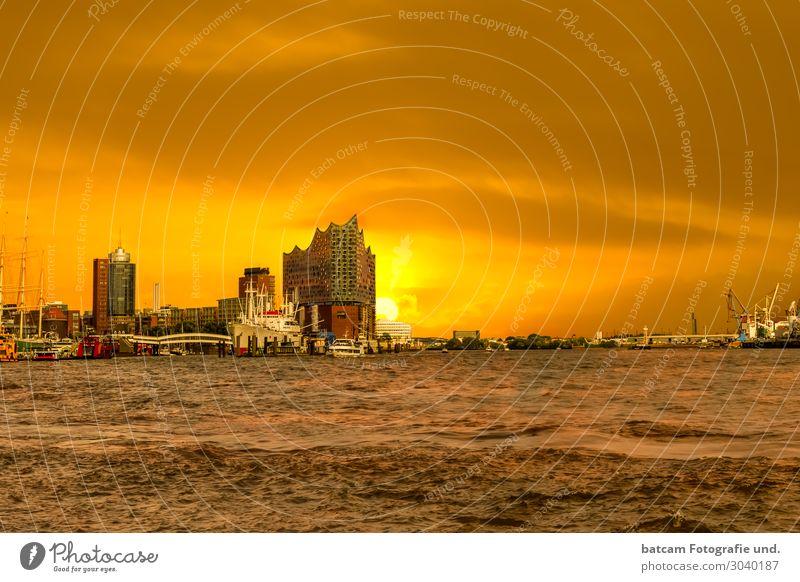 Hamburg Sonnenaufgang Speicherstadt Panorama mit Elbphilharmonie Sommer Wolken Sonnenuntergang Fluss Skyline Hafen Architektur Wahrzeichen Schifffahrt